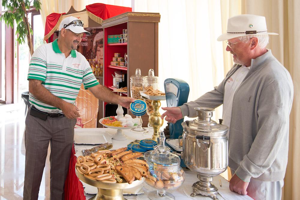 Ретро буфет в атмосфере 60-х годов прошлого века на турнире Lawyers Open 2015. golfmir.ru